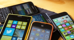 Smartphones: A Gold Mine (Infographic)